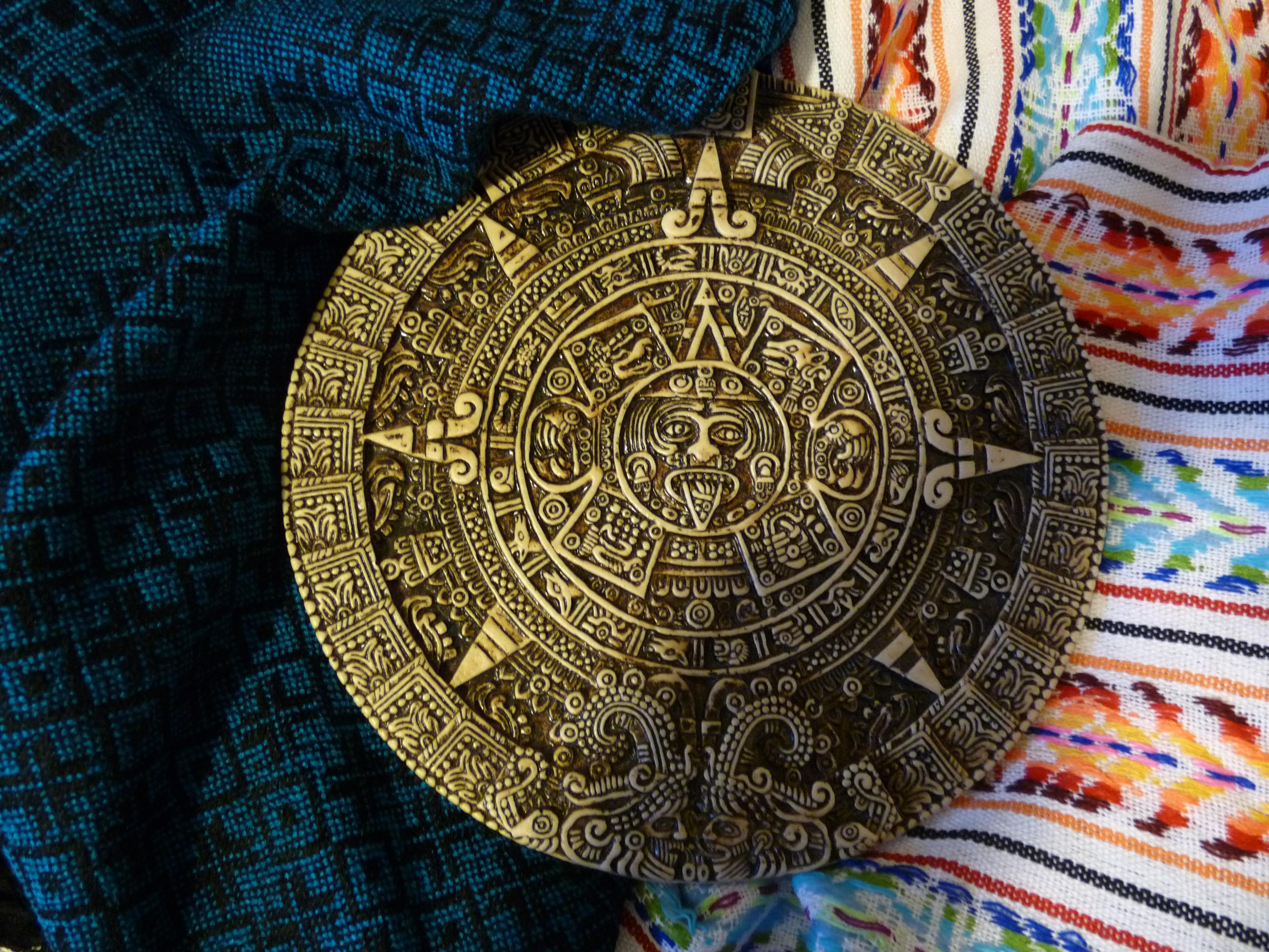 http://tbtc.fr/wp-content/uploads/2012/11/Calendrier-Maya-Fin-du-monde-2012-G-Communication-TBTC.jpg